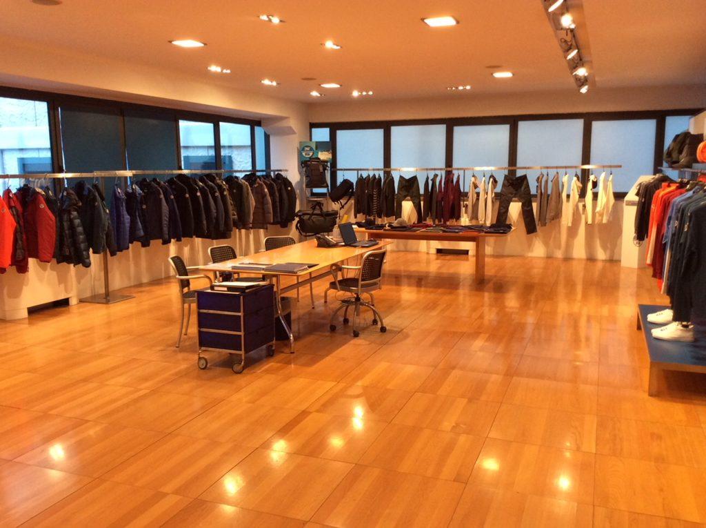 11 DFP STUDIO rappresentante abbigliamento